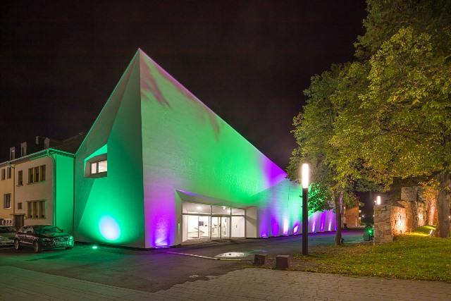 Nachtansicht des Museumsgebäudes